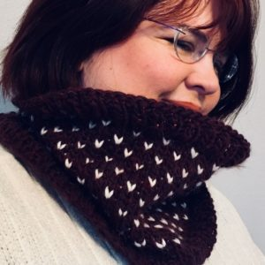 Simple Fair Isle Knit Cowl Learn to knit a cozy cowl using this simple, 2-color fair isle technique. Get the free pattern and video here. https://www.goodknitkisses.com/fair-isle-knit-cowl/ #goodknitkisses #knittingpattern #fairisleknit #freepattern #winterfashion