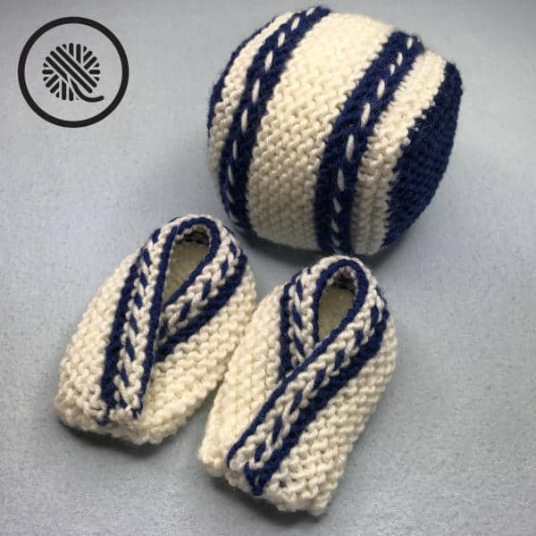 easy knit rattle ball baby toy with matching booties