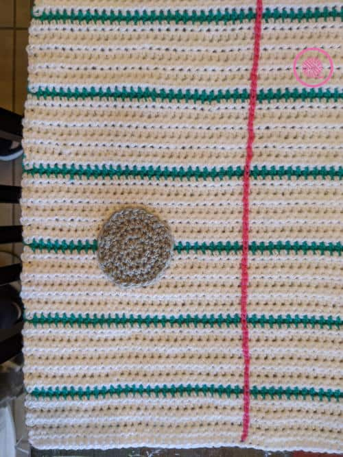 crochet thank you note blanket punched hole and red margin closeup
